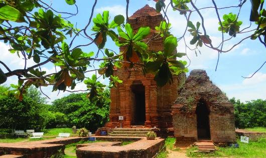 Tháp nhỏ nhất thờ thần Lửa, tháp kế bên thờ thần Bò và thần Nandin