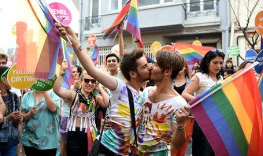 Một cuộc biểu tình ủng hộ cộng đồng người LGBT ở Thổ Nhĩ Kỳ