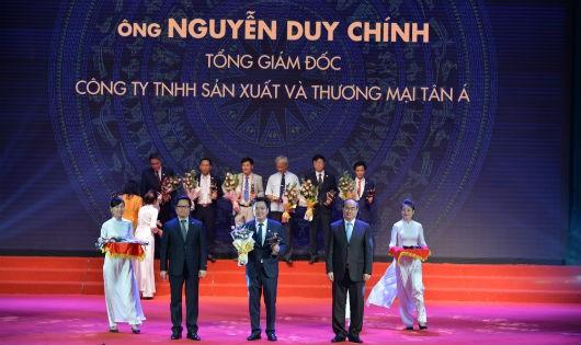Tổng Giám đốc Nguyễn Duy Chính nhận giải Doanh nhân Việt Nam tiêu biểu toàn quốc năm 2016