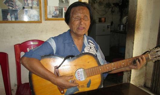 Kỳ diệu tình yêu chàng nhạc sĩ mù với người đẹp bằng nửa tuổi