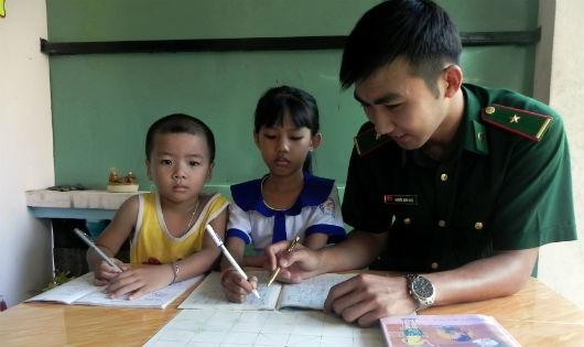 Bộ đội Biên phòng An Giang tiết kiệm lương nâng cánh ước mơ trẻ nghèo