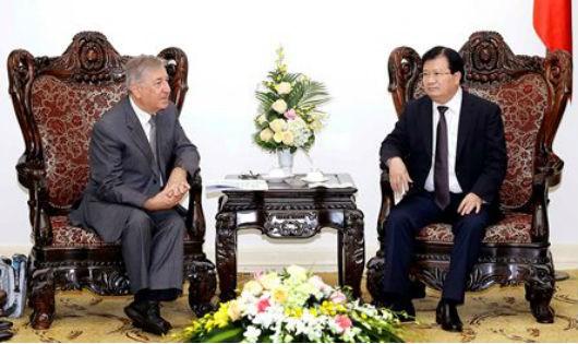 Phó Thủ tướng Trịnh Đình Dũng tiếp Cao ủy về Môi trường của EU Karmenu Vella đang thăm và làm việc tại Việt Nam. Ảnh: An Đăng - TTXVN