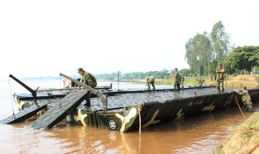 Luyện quân dưới dòng sông Luộc