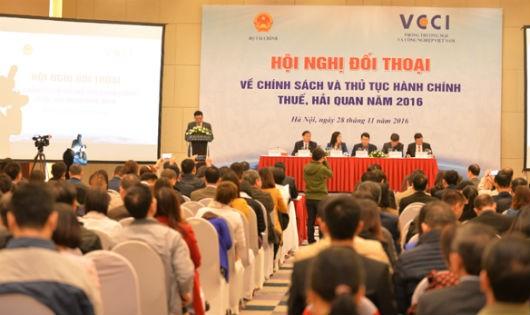 Hơn 400 doanh nghiệp, đại biểu đại diện cho các hiệp hội doanh nghiệp đã tham dự Hội nghị
