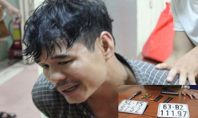 Đối tượng Nguyễn Văn Phương khi bị bắt cùng tang vật.