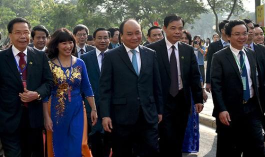 Thủ tướng và các đại biểu dự lễ kỷ niệm 60 năm thành lập Học viện Nông nghiệp. Ảnh: VGP