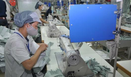 Công ty TNHH Midori Apprel Việt Nam (KCN Khai Quang) tạo việc làm thường xuyên cho hơn 600 lao động (Ảnh Báo VP)