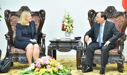 Thủ tướng Chính phủ Nguyễn Xuân Phúc tiếp Đại sứ Ireland Cait Moran