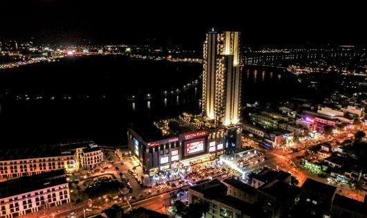 Vinpearl Cần Thơ Hotel, tòa nhà cao nhất Đồng Bằng Sông Cửu Long rực rỡ về đêm