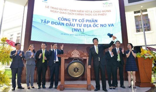 Chủ tịch Bùi Thành Nhơn thực hiện nghi thức đánh cồng