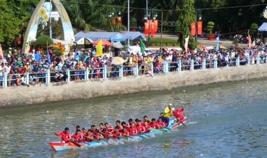 Bình Thuận: Tưng bừng Lễ hội đua thuyền truyền thống mừng Xuân Đinh Dậu