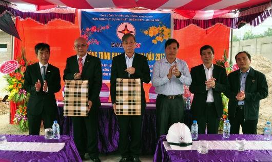 Ban Quản lý dự án phát triển Điện lực Hà Nội thi công công trình đầu xuân tại Trạm biến áp 110kV Phú Nghĩa và nhánh đường dây 110kV