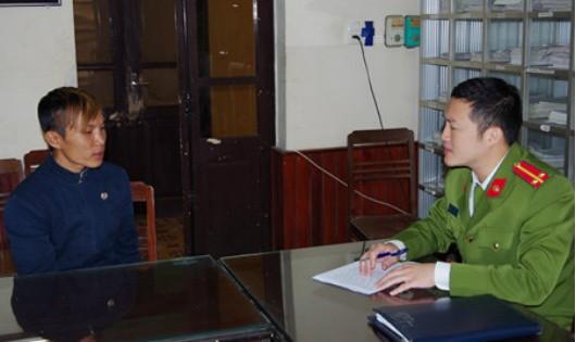 Cơ quan Công an ghi lời khai Đới Văn Quảng. Ảnh CAND