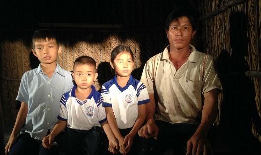 Xót thương gia cảnh nghèo khó của 4 cha con ở Sóc Trăng