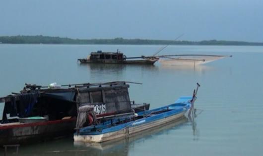 Các ghe te tận diệt thủy sản trên hồ Trị An bị kiểm lâm bắt quả tang