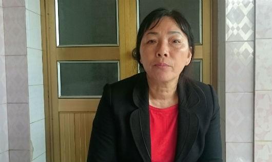 Bà Vượng trao đổi sự việc với phóng viên