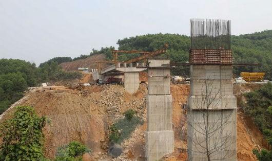 """""""Thúc"""" giải ngân và khởi động giai đoạn 2 cao tốc La Sơn - Túy Loan"""