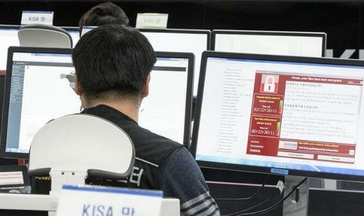Theo dõi diễn biến cuộc tấn công mạng bằng mã độc WannaCry sáng 15/5 tại Trung tâm Internet và Bảo mật Hàn Quốc