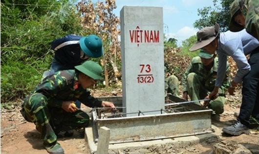 Đại đội Công binh hoàn thành công đoạn cuối xây dựng cột mốc