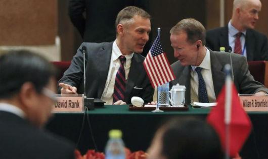 Quan chức ngoại giao Mỹ tại Trung Quốc từ chức