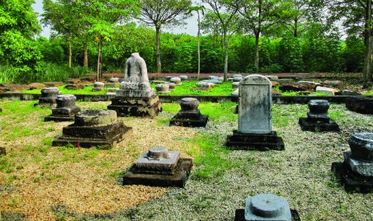Những di vật đá trưng bày ở đền An Sinh thể hiện giá trị điêu khắc kiến trúc thời Trần