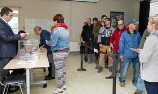 Cử tri Pháp đi bỏ phiếu bầu Quốc hội vòng 2