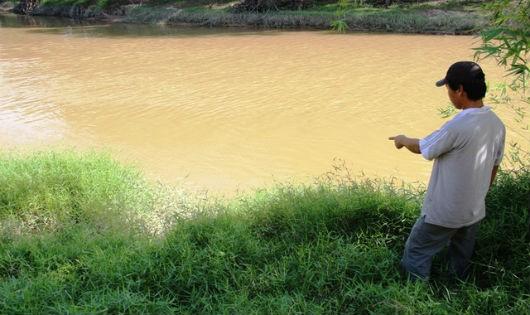 Dâm ô với bạn của con rồi ném nạn nhân xuống sông