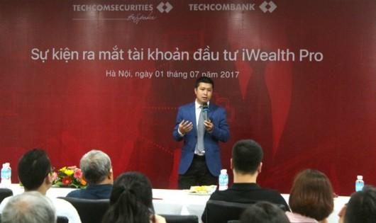 Ông Trần Nhật Nam, Phó Tổng giám đốc Techcom Securities, giới thiệu về iWealth Pro