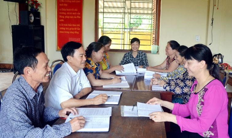 Tổ hòa giải của khu Vĩnh Tường (phường Mạo Khê, TX Đồng Triều, tỉnh Quảng Ninh) trao đổi kinh nghiệm hòa giải ở cơ sở