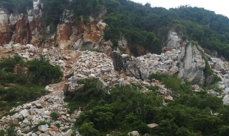Vi phạm khai thác khoáng sản tại Quỳ Hợp: Đổ lỗi cho quyết định của tỉnh không rõ ràng?