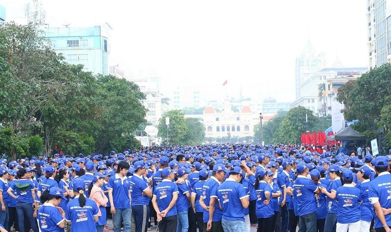 """Khoảng 5000 người người tham gia cuộc đi bộ đồng hành đã """"phủ xanh"""" phố đi bộ Nguyễn Huệ"""