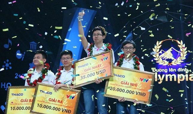 Phan Đăng Nhật Minh (Trường THPT Hải Lăng, tỉnh Quảng Trị) chính thức trở thành nhà vô địch và giành vòng nguyệt quế Đường lên đỉnh Olympia năm 2017. Ảnh: Thanh Hùng