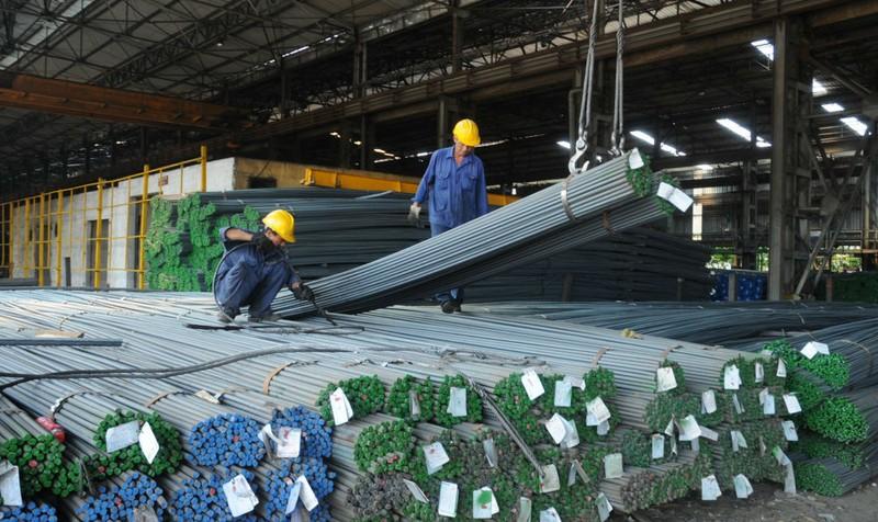 """Giá thép xây dựng tăng mạnh: Lo bị găm hàng, """"thổi giá"""""""