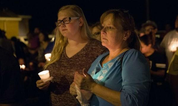 Người dân Mỹ tưởng niệm các nạn nhân vụ xả súng
