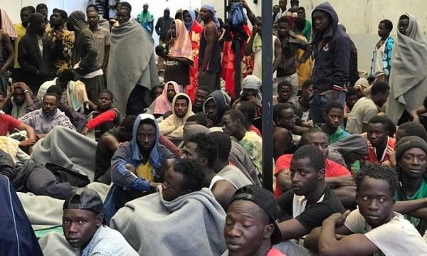 """Cận cảnh chợ """"nô lệ"""" ở Libya"""