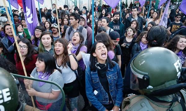 Tuần hành phản đối bạo lực giới ở Chile