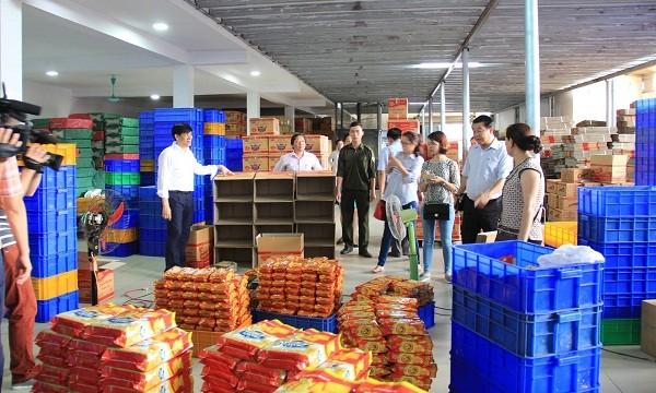 Kiểm tra vệ sinh an toàn thực phẩm tại một cơ sở sản xuất