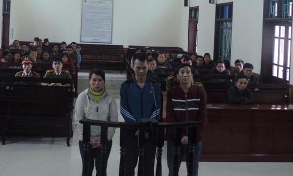 Các bị cáo tại tòa. Ảnh Báo Dân trí