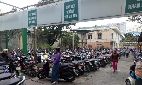 Miễn phí trông giữ xe tại Bệnh viện công ở Đà Nẵng: Vì sao một chính sách nhân văn đang gây tranh cãi?