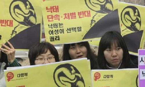 Hàn Quốc xem xét lại lệnh cấm phá thai