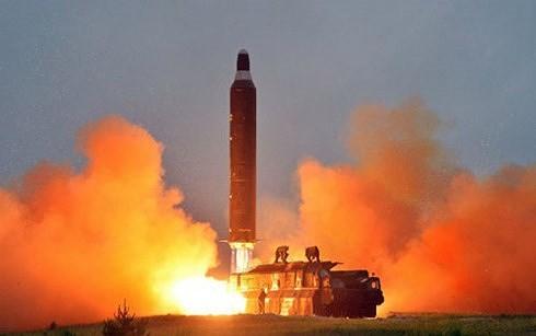 Tên lửa Triều Tiên trong một lần phóng thử hồi năm ngoái. Ảnh: KCNA/VnE