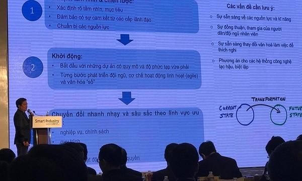 Phó Tổng Giám đốc Tập đoàn Huỳnh Quang Liêm chia sẻ những góc nhìn của VNPT trong xu hướng dịch chuyển số, những chuẩn bị của VNPT nhằm đón đầu cuộc cách mạng công nghiệp 4.0 tại Triển lãm Smart Industry World 2017
