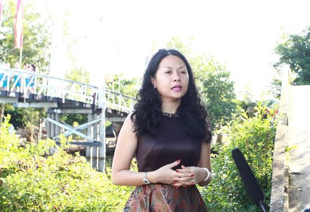 Bà Trần Uyên Phương – Phó TGĐ Tập đoàn Tân Hiệp Phát trả lời báo chí về chương trình Nhịp cầu ước mơ.
