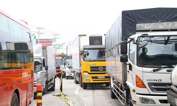 Ùn tắc giao thông kéo dài nhiều km xảy ra tại Trạm thu phí Cần Thơ – Phụng Hiệp liên tiếp 3 ngày qua