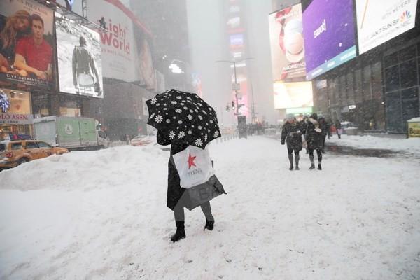 Tuyết rơi dày đặc tại New York, Mỹ. (Nguồn: THX/TTXVN)