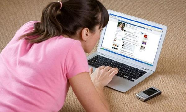 Ngày càng nhiều người nghiện Facebook đặc biệt là giới trẻ