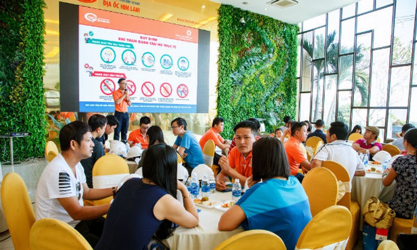 Him Lam Land tổ chức cho khách hàng tham quan căn hộ hoàn thiện