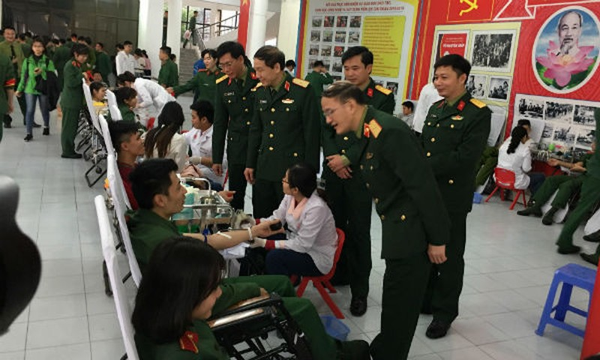 Chỉ trong sáng 27/1, tại điểm hiến máu Học viện Kỹ thuật quân sự dự kiến thu được 500 đơn vị máu. Ảnh: VGP/Hiền Minh