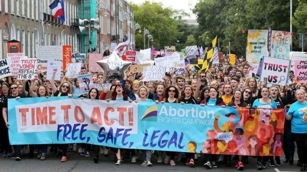Ireland trưng cầu ý dân về thay đổi luật cấm phá thai