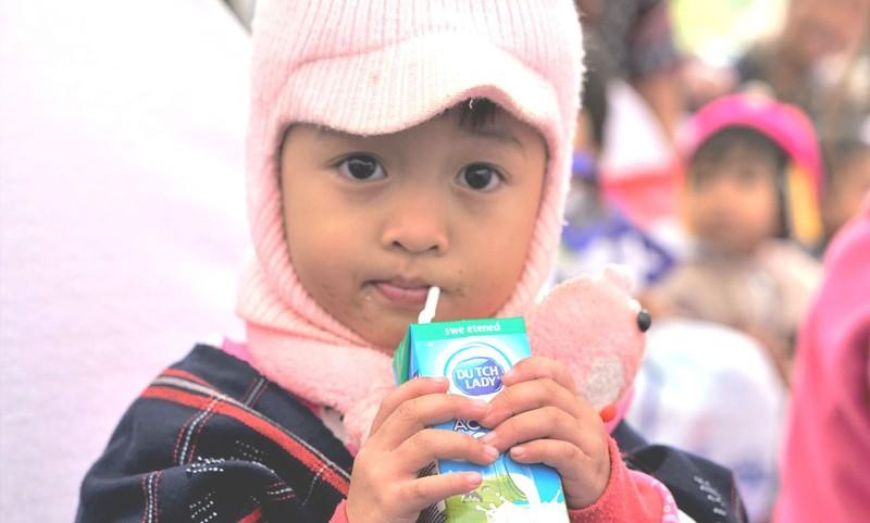Chương trình Khuyến học Đèn Đom Đóm của Sữa Cô Gái Hà Lan thắp sáng ước mơ được đến trường của trẻ em Việt Nam